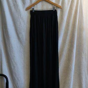 Dresses & Skirts - Black skirt with pockets
